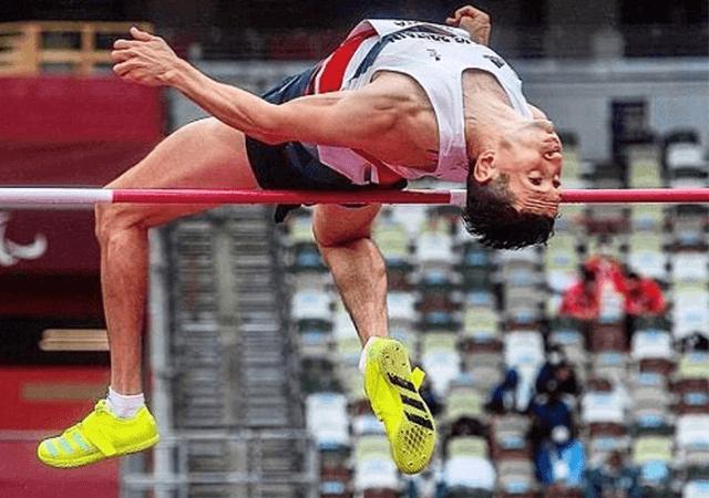 Jonathan Broom Edwards high jumping at the Paralympic Games, Tokyo